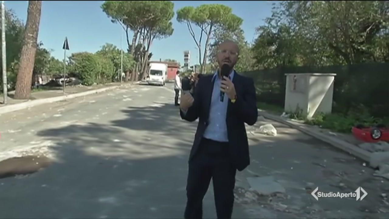 Guerriglia tra residenti e rom