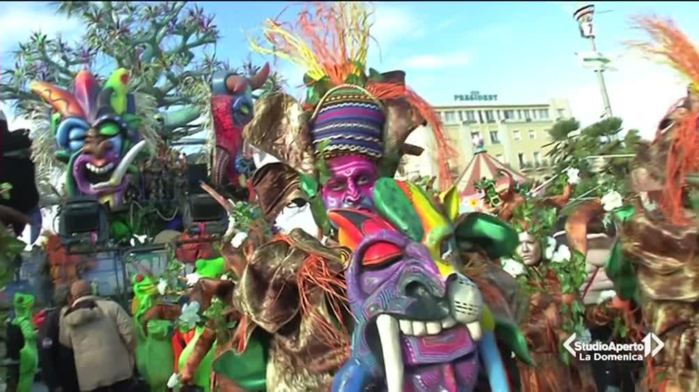 Carnevale blindato a Venezia mentre a Viareggio sfilano i carri