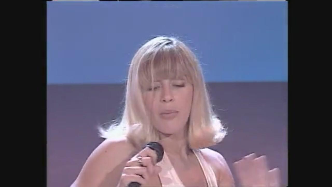 """""""Non è la Rai"""": Cristina Quaranta canta e balla """"Pata Pata"""""""