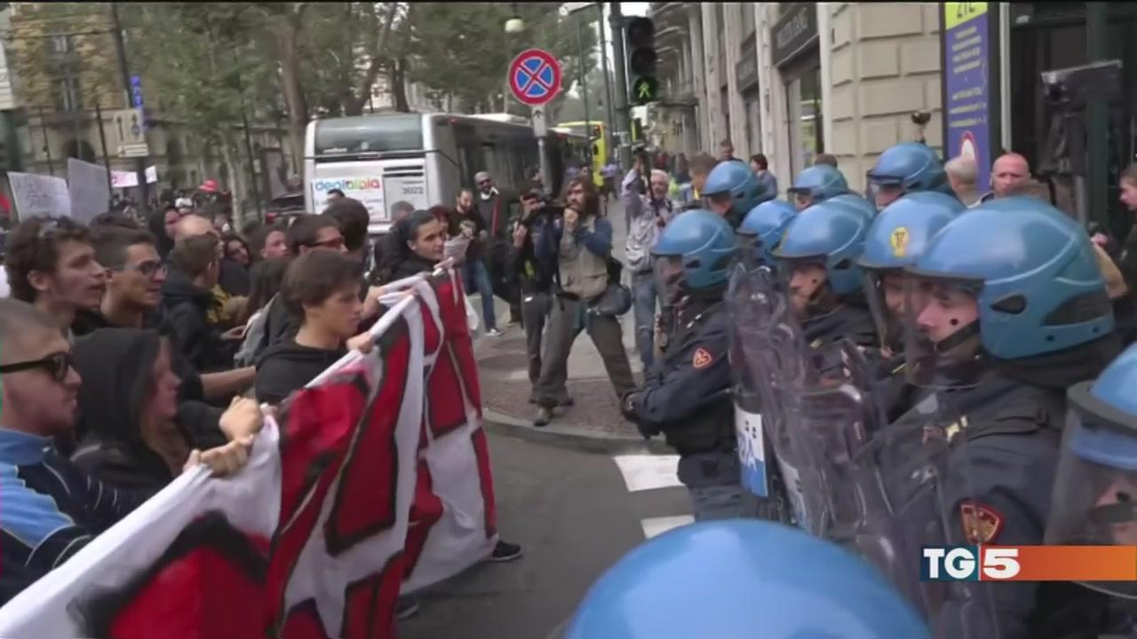 G7 Torino, scontri tra manifestanti e polizia