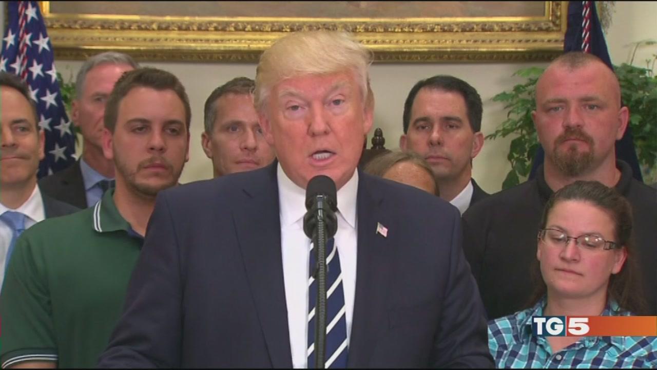 """Trump sotto indagine """"è caccia alle streghe"""""""