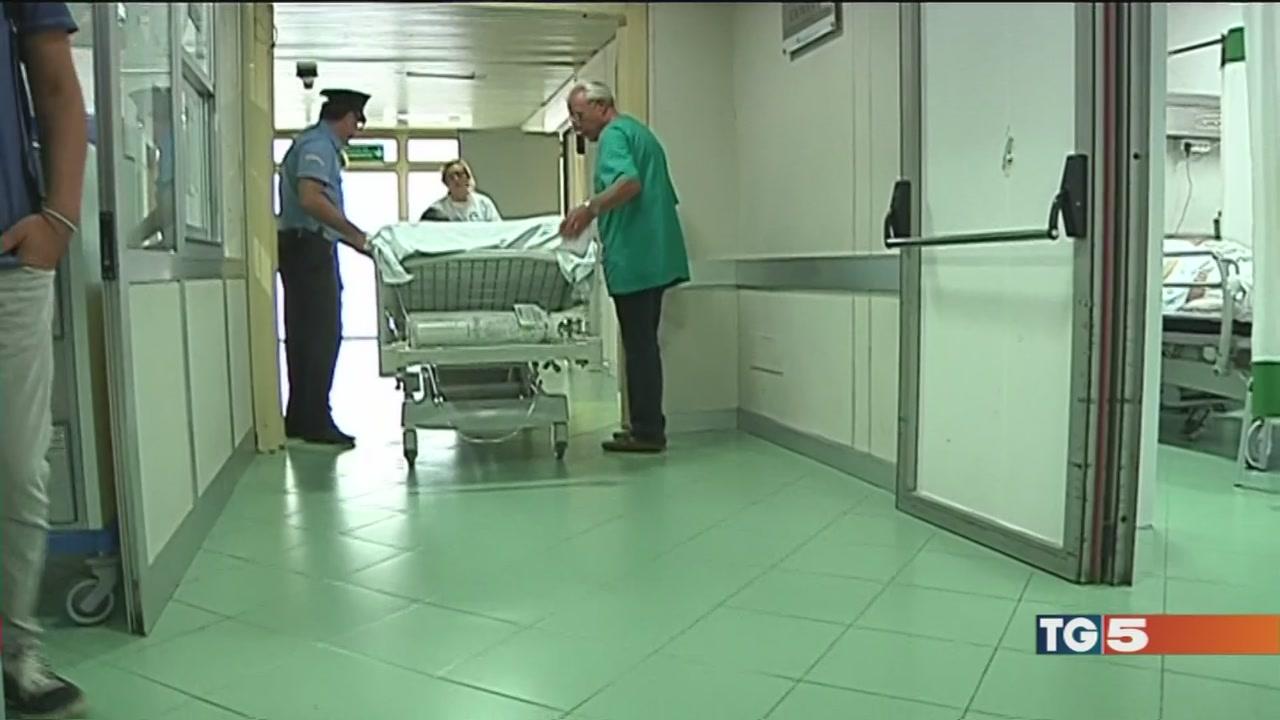 Nessun rispetto per defunti e pazienti