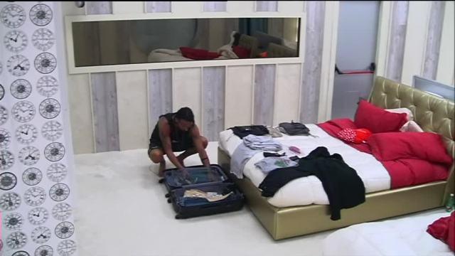 Costantino e la valigia sul letto video virgilio - La valigia sul letto ...