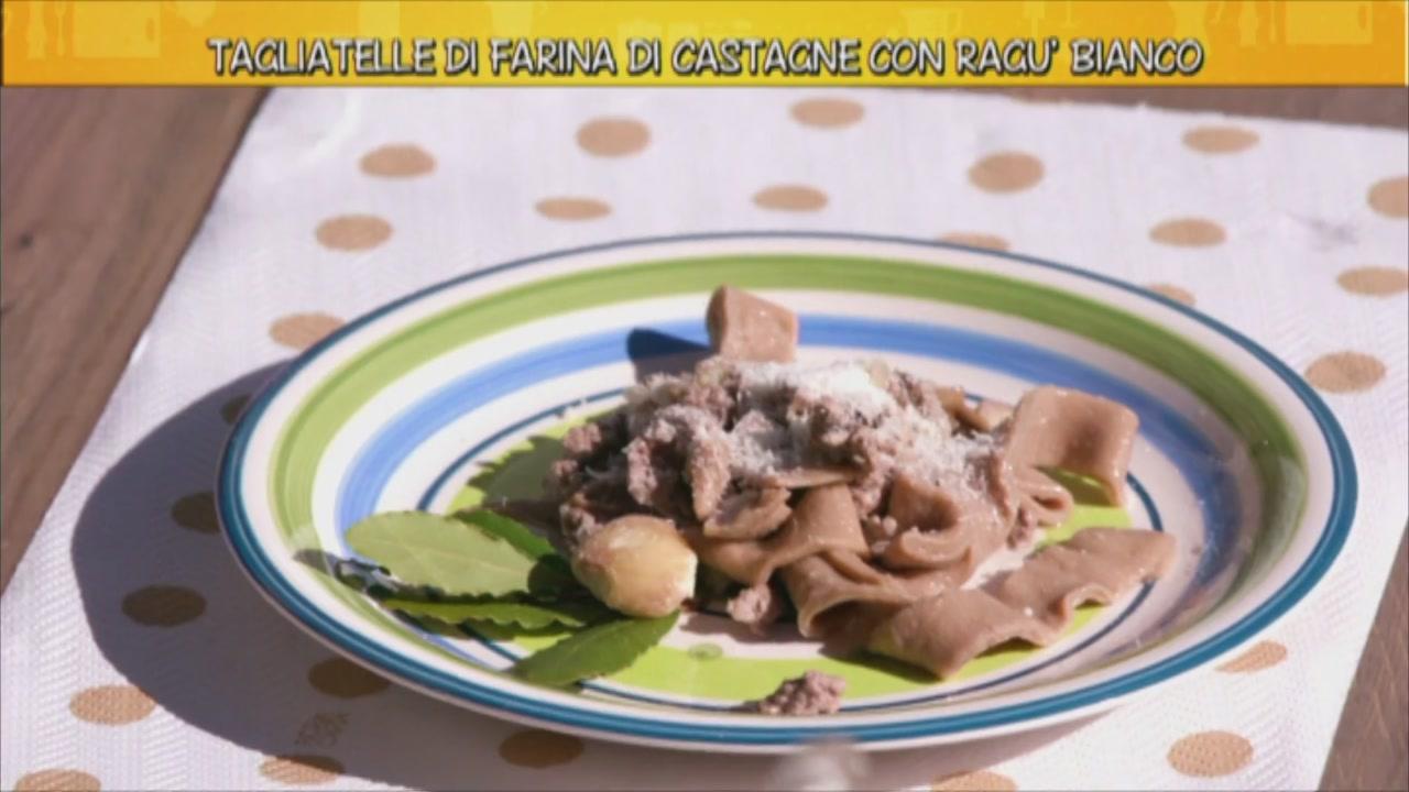 Tagliatelle di farina di castagne con ragù bianco