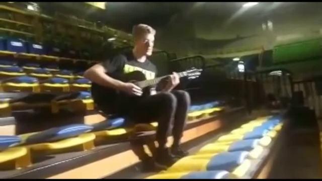 Holt show alla chitarra