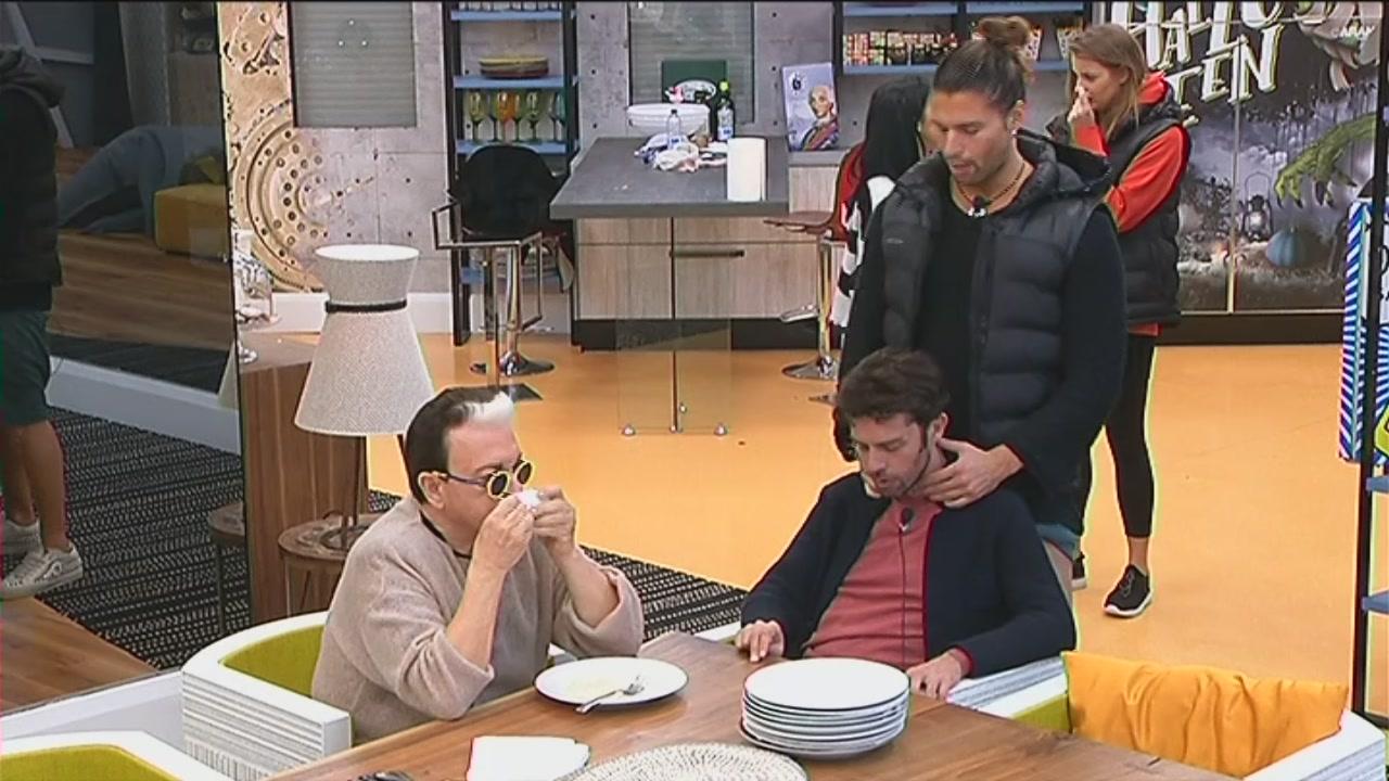 Luca fa un massaggio a Raffaello