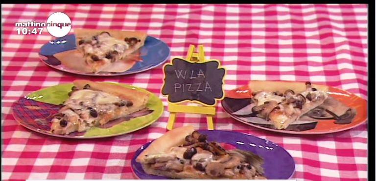 Pizza con provola e funghi