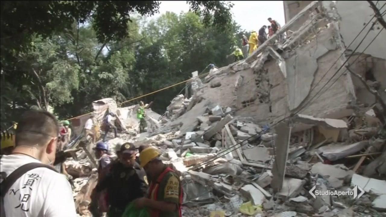 Messico, un'altra scossa: 217 morti