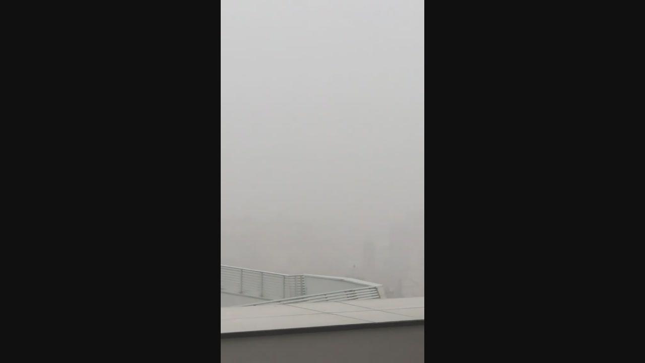 Fedez elogia la nebbia di Milano