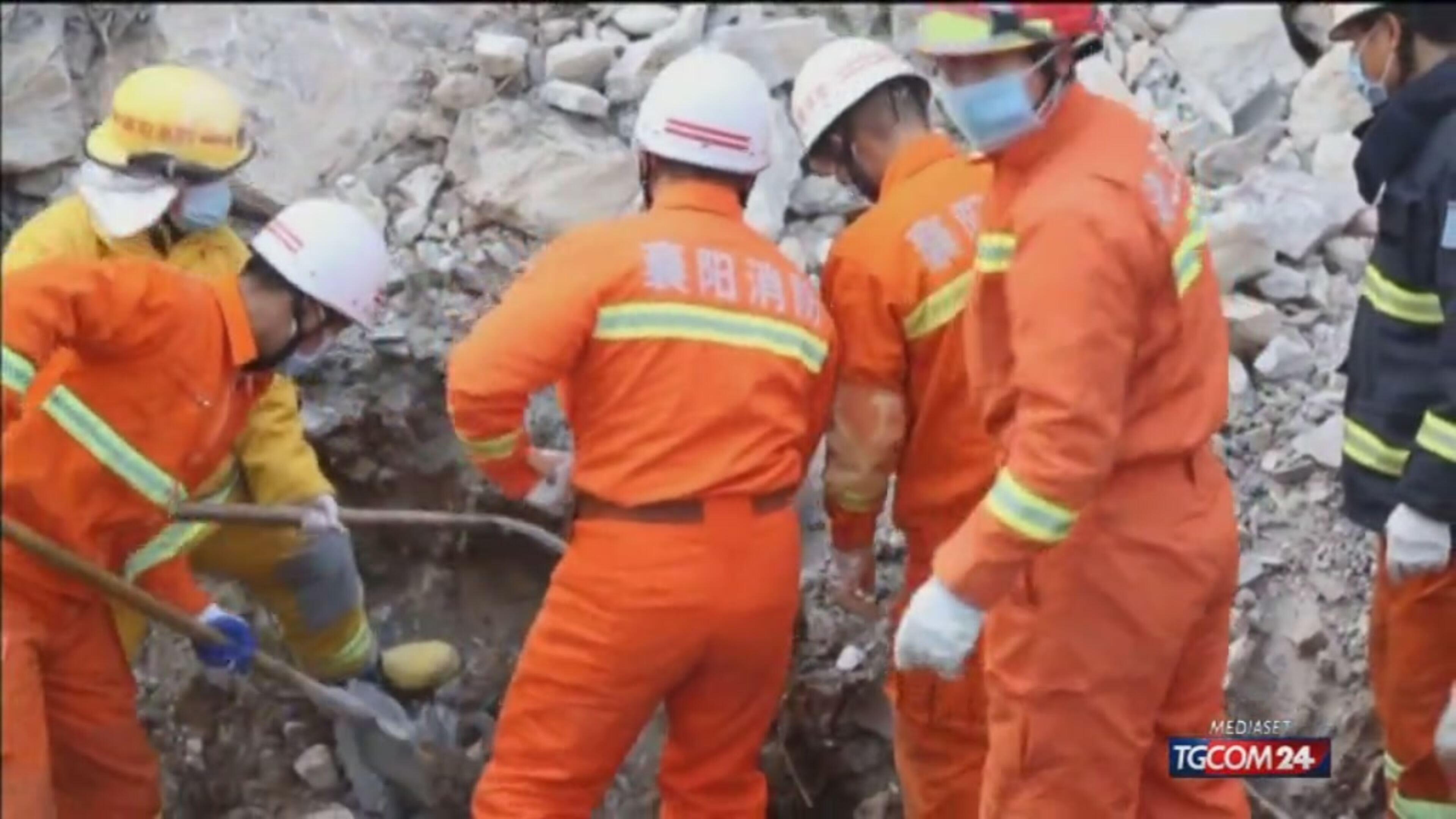 Cina, frana travolge hotel: almeno 12 morti