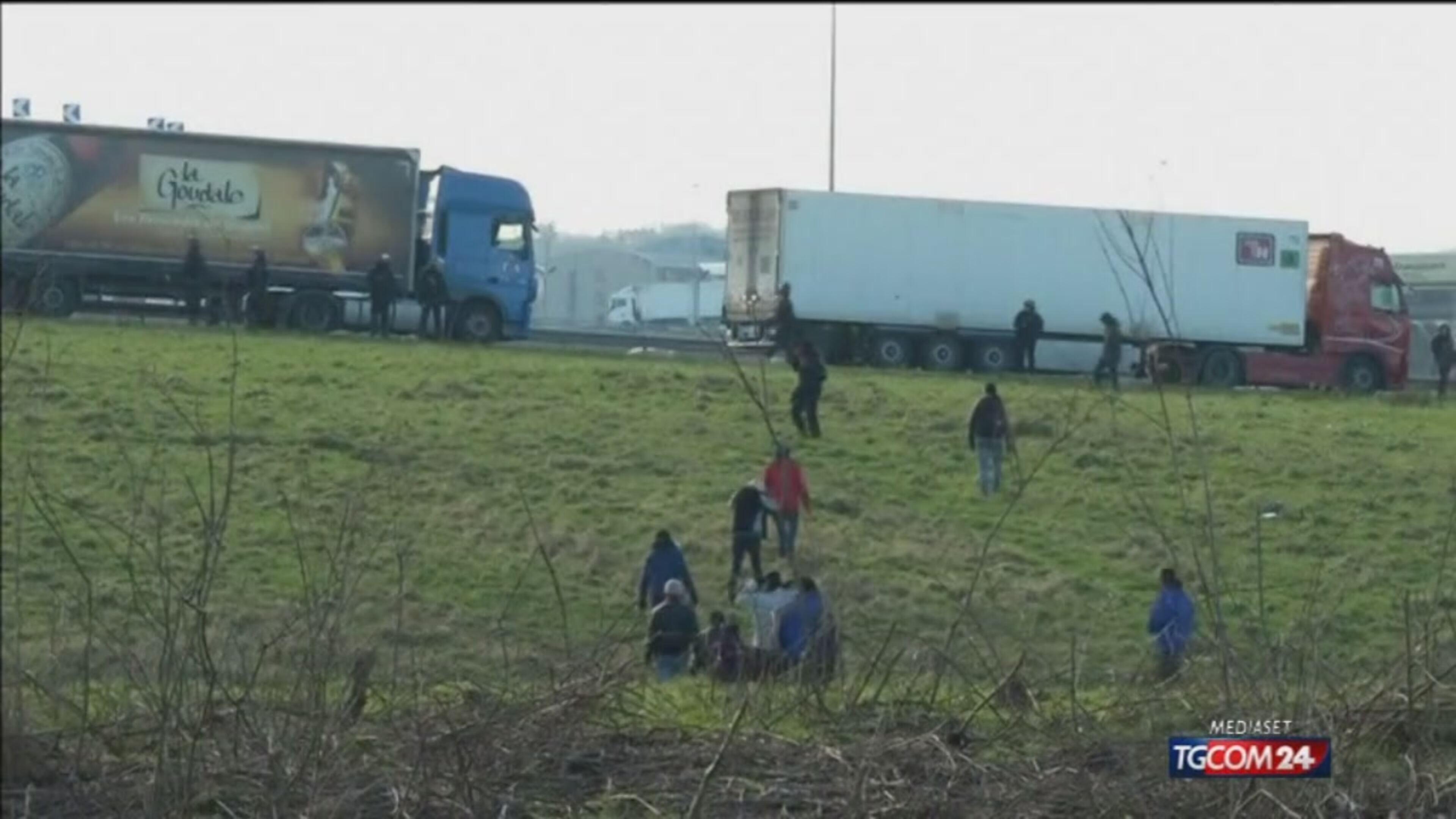 Migranti, Londra costruirà la Grande Muraglia di Calais