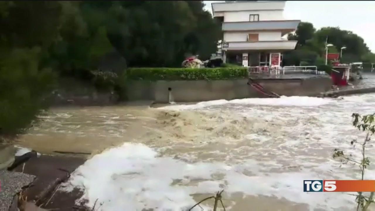 Bomba d'acqua a Livorno, 6 morti e città devastata