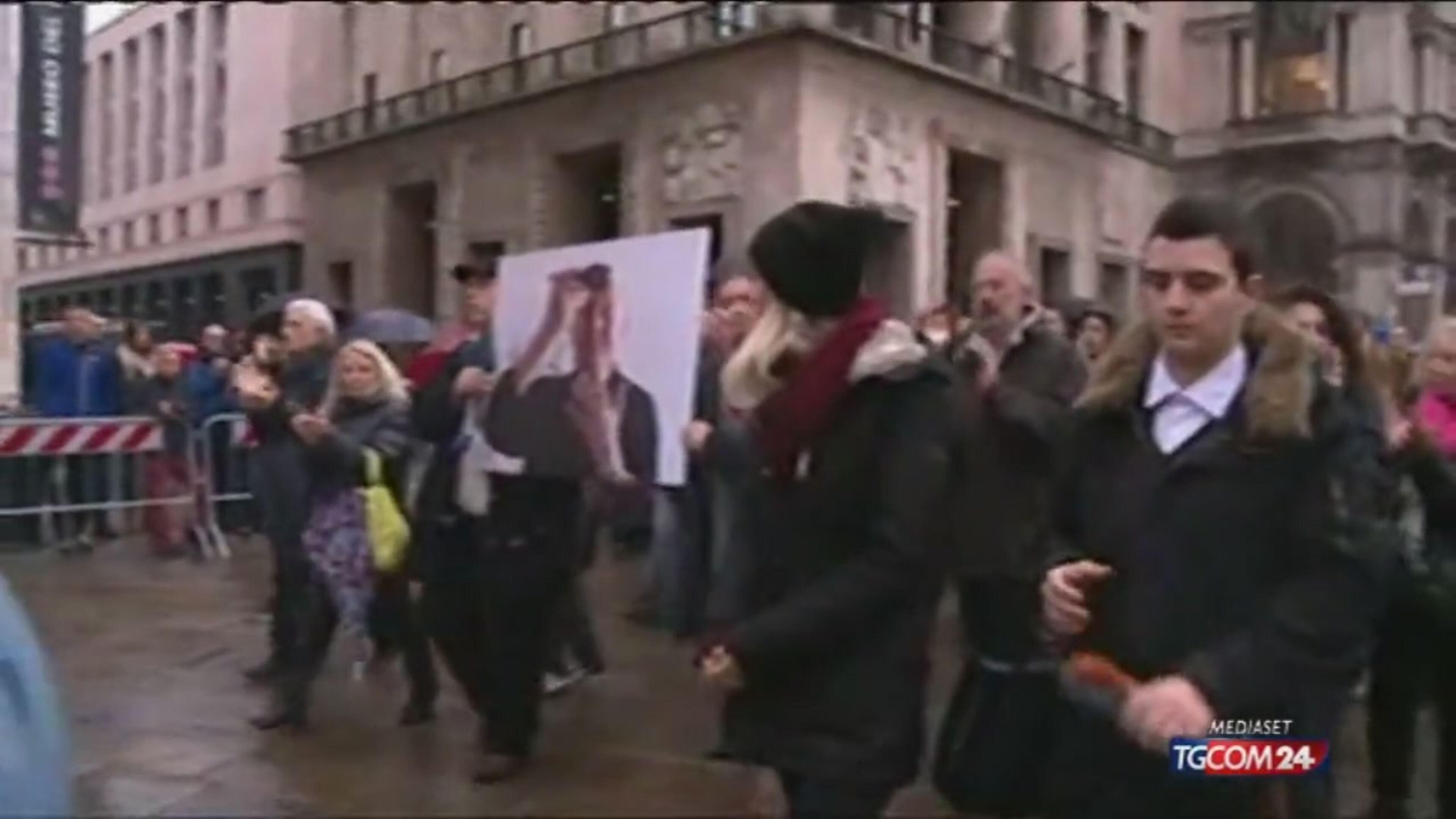 La gente ai funerali di Dario Fo a Milano