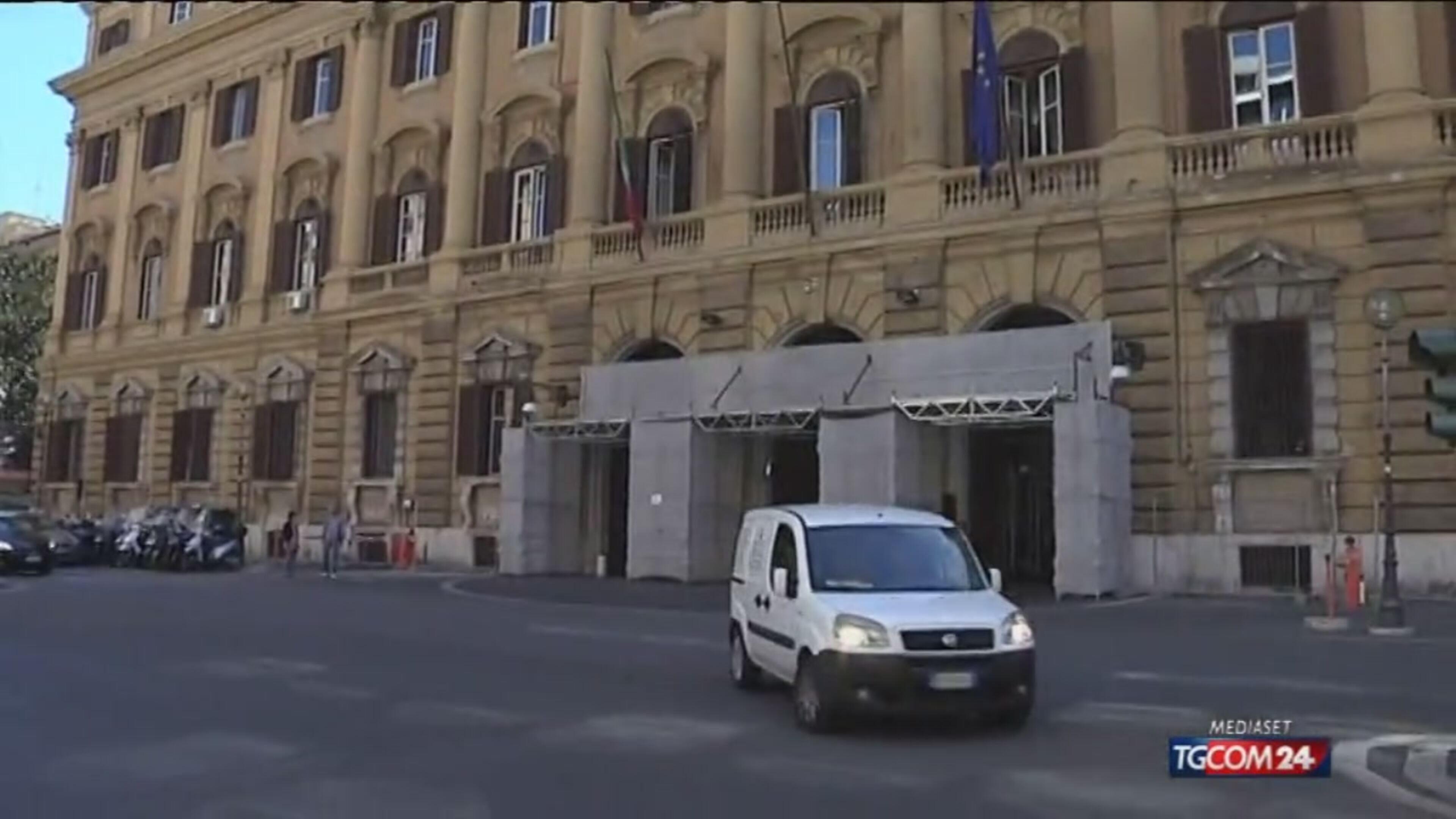 """Roma, Marino """"accerchiato"""""""