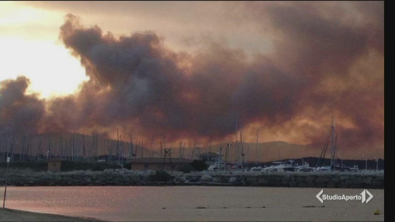 Brucia anche la Costa Azzurra