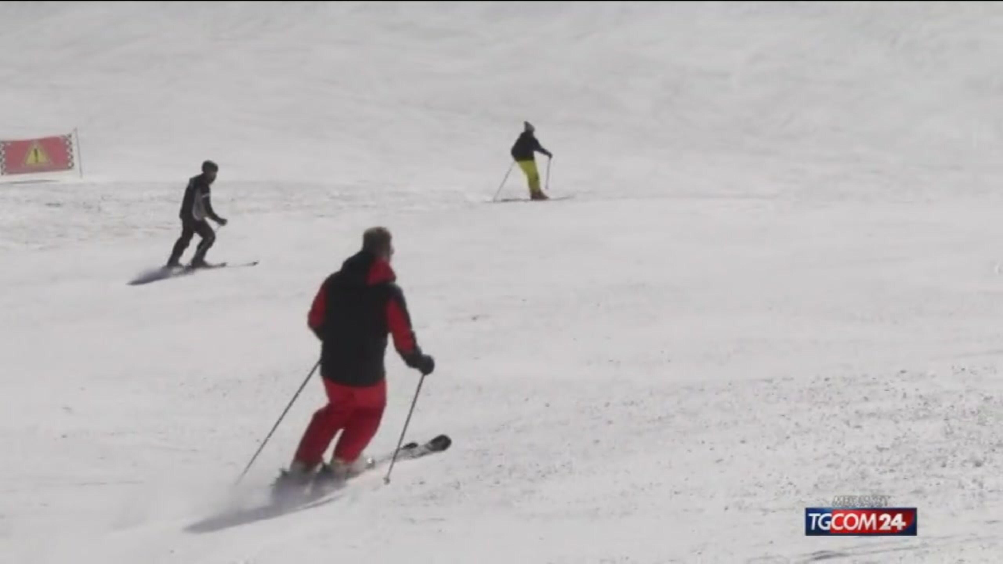 Immigrati sugli sci in Carnia, i volontari: è integrazione