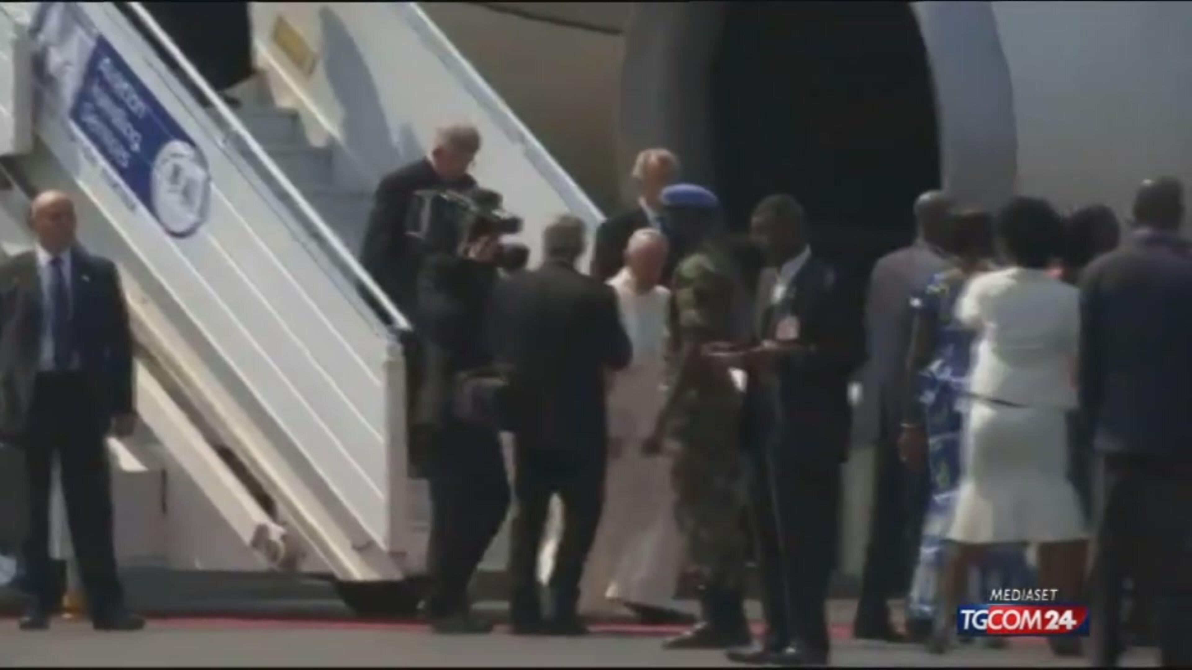 """Il Papa apre il Giubileo a Bangui: """"No alla paura dell'altro"""""""