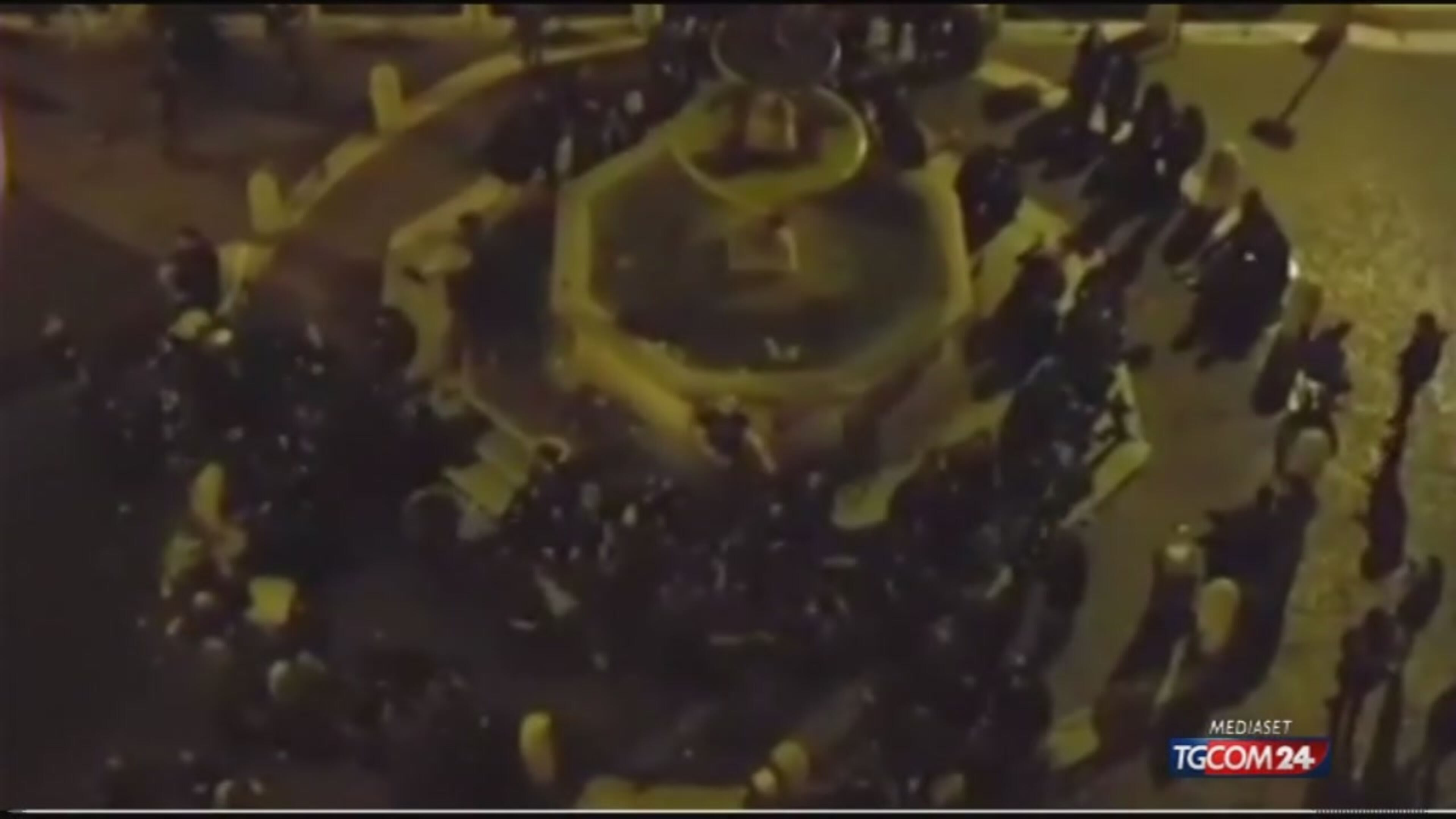 Roma, nuovo scempio delle fontane