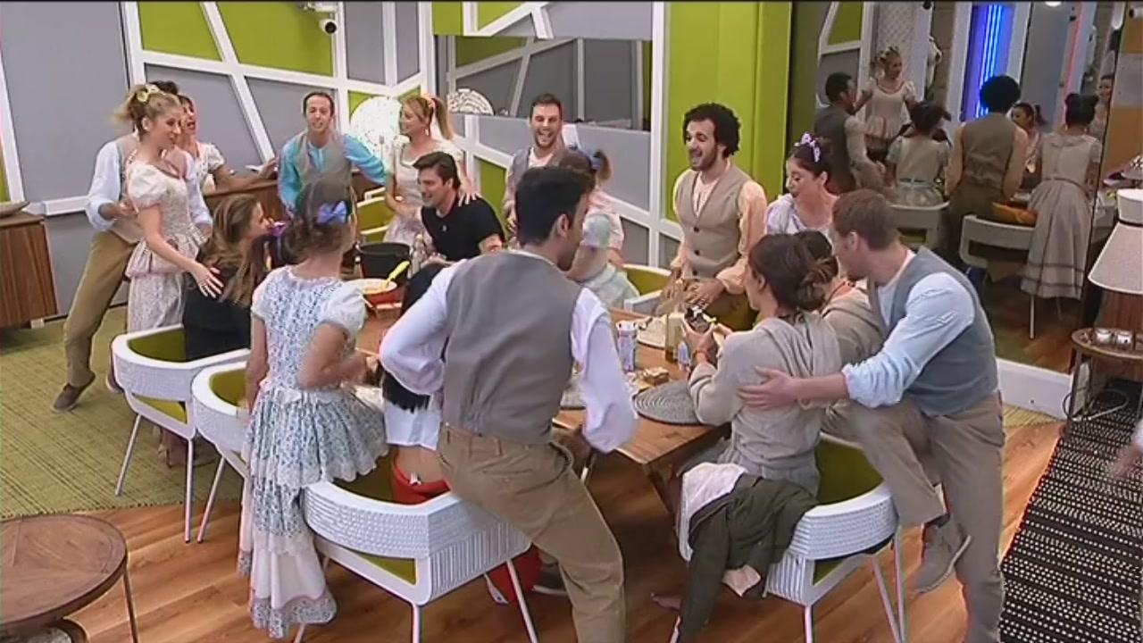 Rugantino commedia musicale - Aggiungi un posto a tavola base musicale mp3 ...