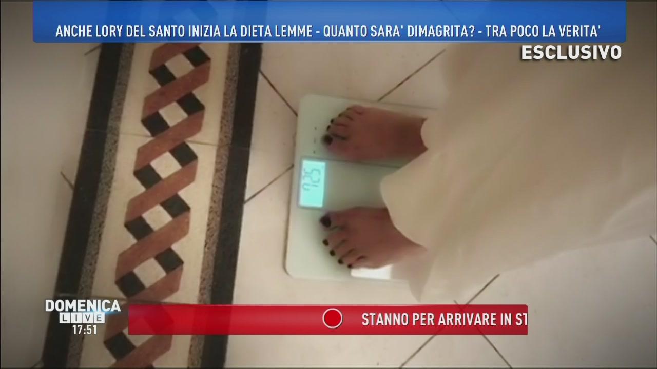 Lory Del Santo si pesa