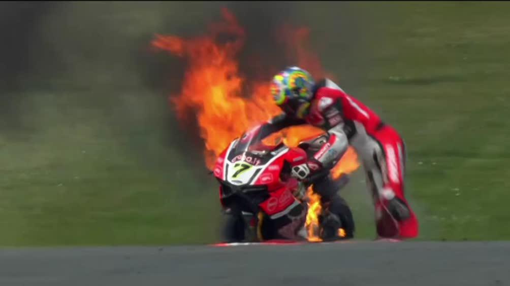Sbk, Davies va a fuoco