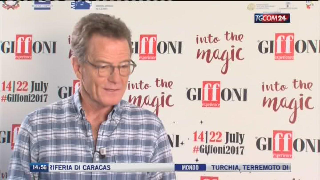 A Giffoni Bryan Cranston infiamma il blu carpet