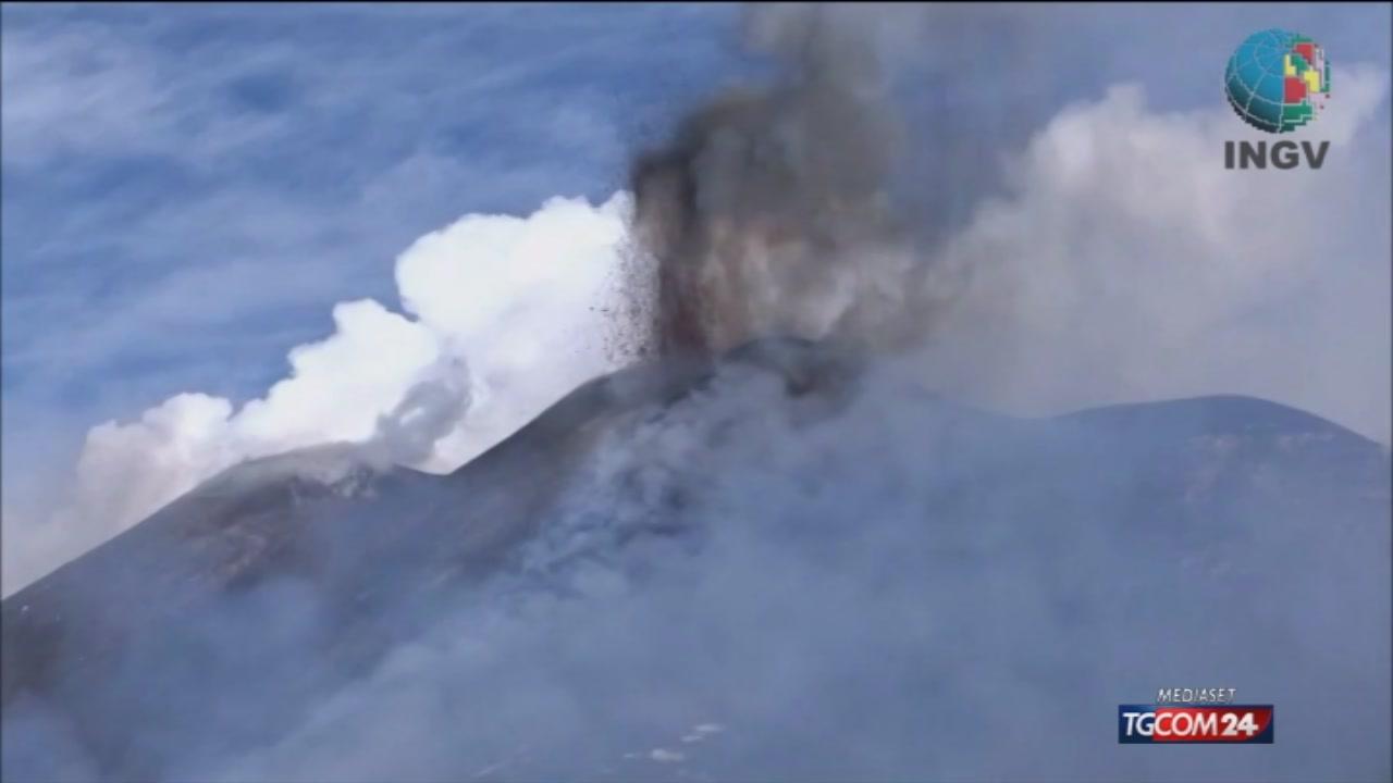 Esplosione da un cratere dell'Etna: dieci feriti