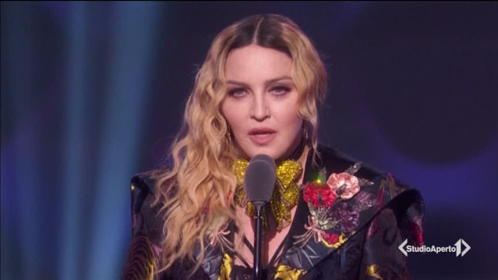 Applausi e standing ovation per Madonna