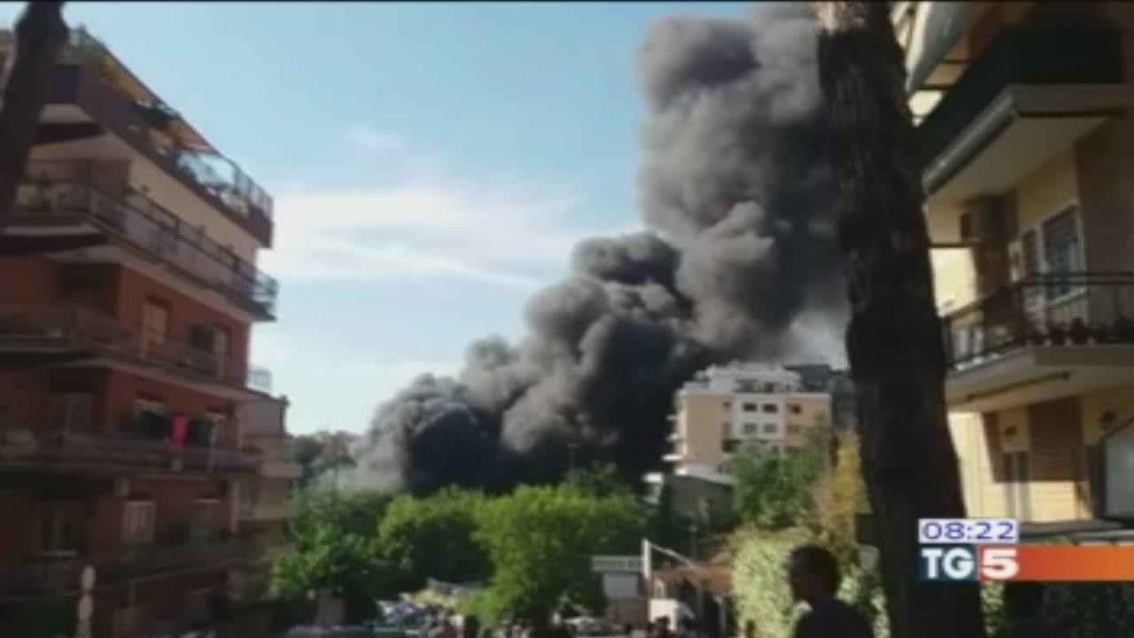 Due grossi incendi a Roma nord