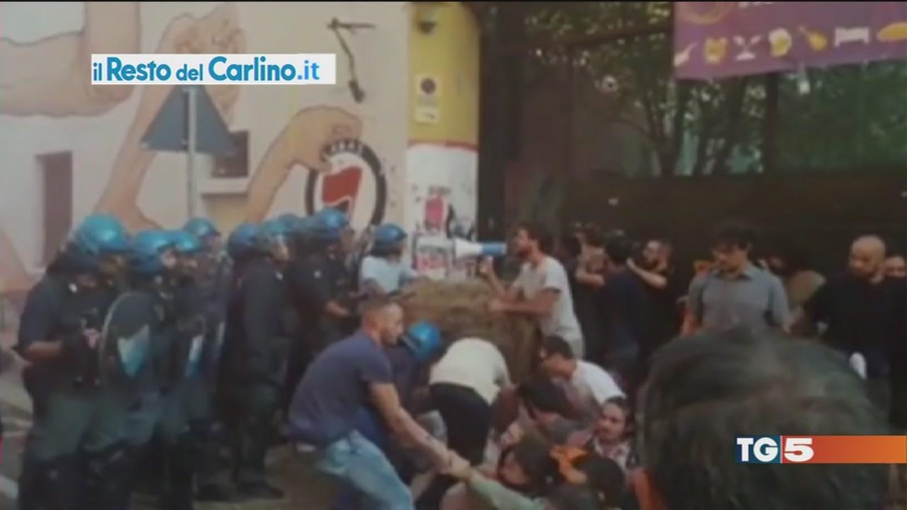 Sgomberata la caserma è guerriglia a Bologna
