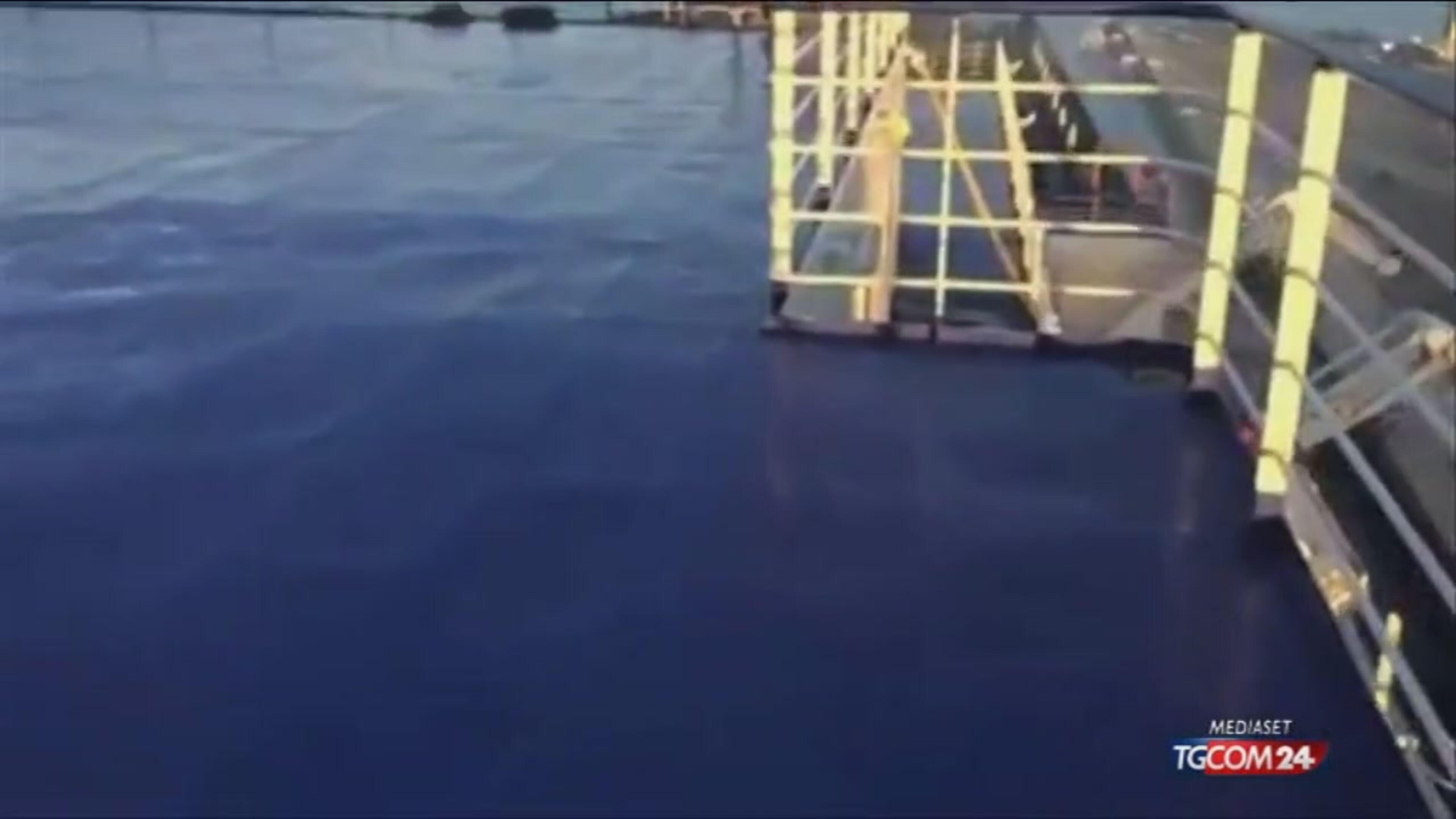 Traghetto: ombra squali sui dispersi