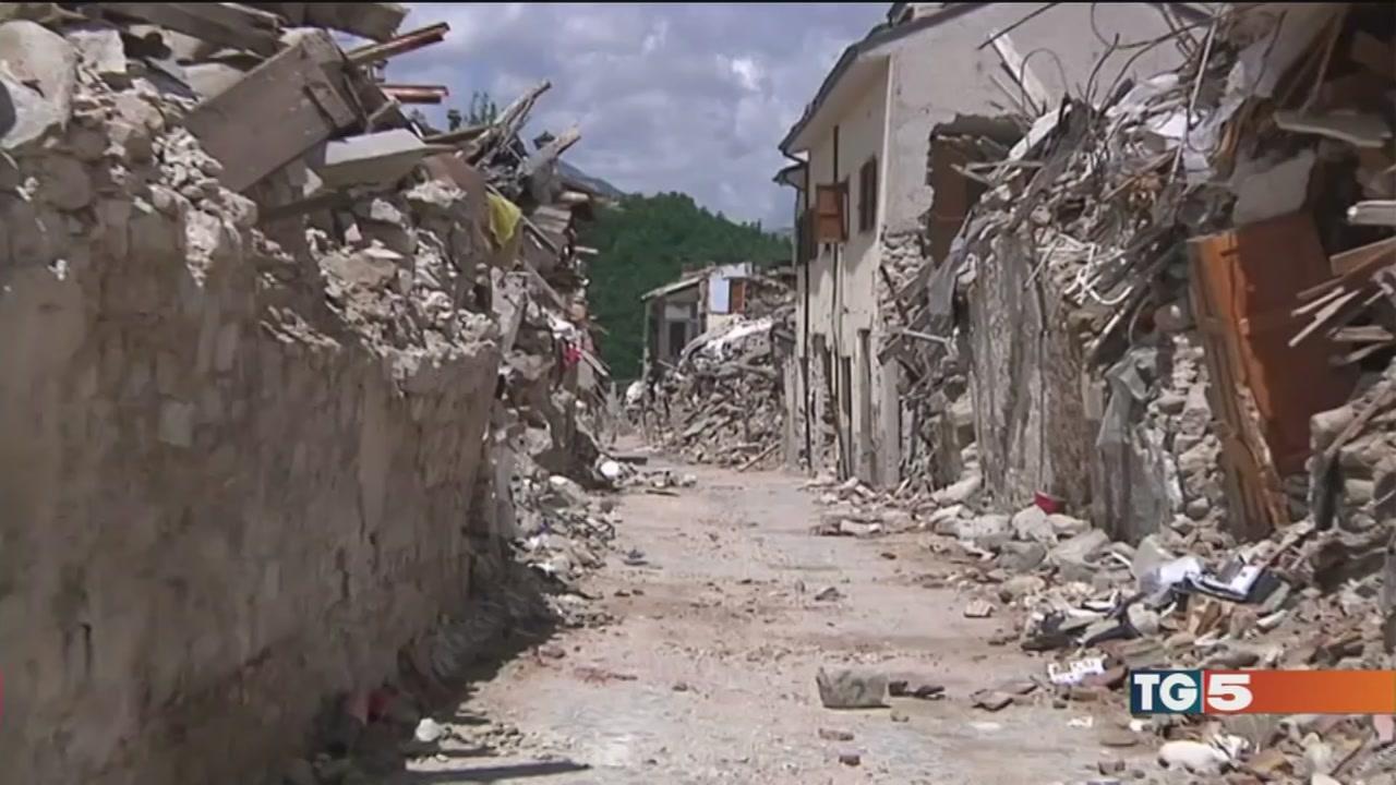 L'emergenza terremoto ora è un caso politico