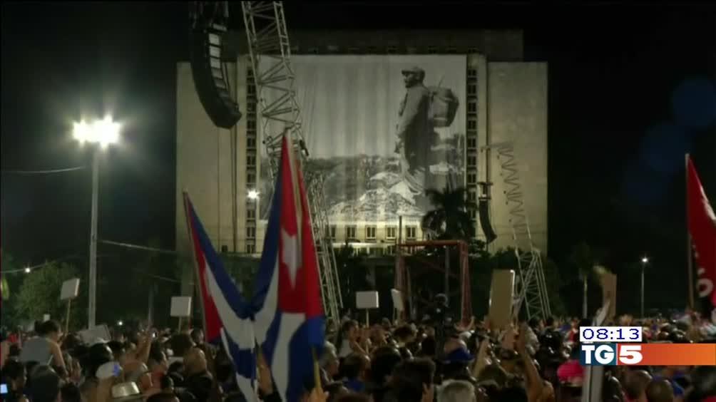 Plaza De la Revolucion saluta Fidel Castro