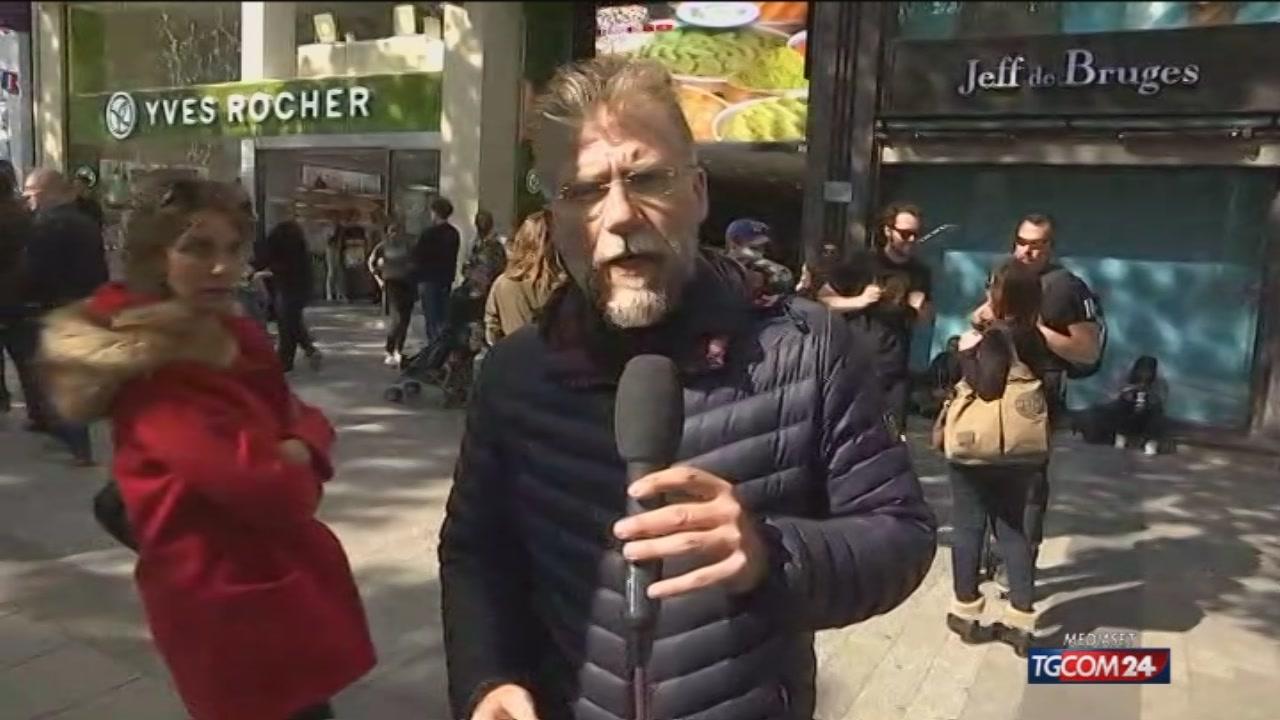 Parigi, la diretta dagli Champs Elysées il giorno dopo l'attacco