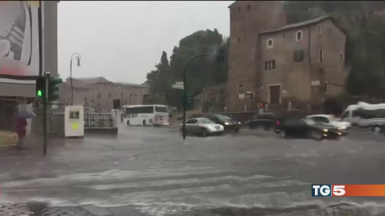 Forte nubifragio a Roma, cessato allarme Liguria