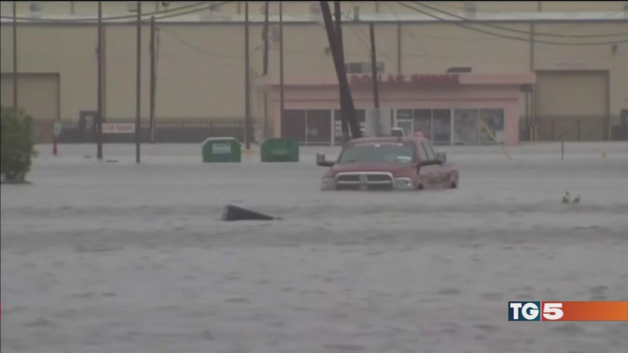 Uragano, 20 vittime ora è allarme dighe