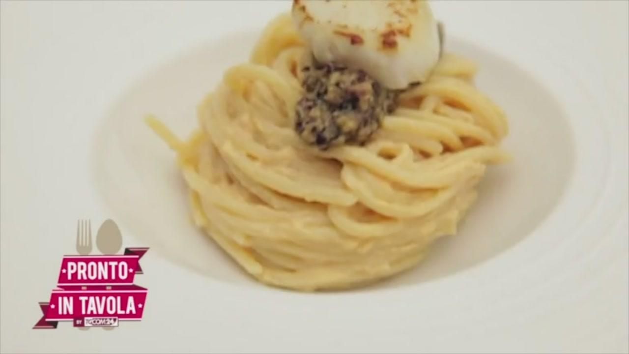 Uomo senza tonno: spaghetti con capesante, pesto di radicchio e nocciole