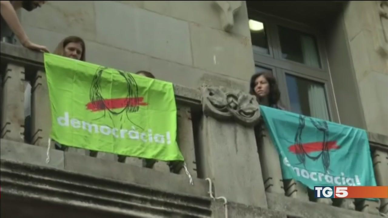 Arresti per fermare il referendum catalano