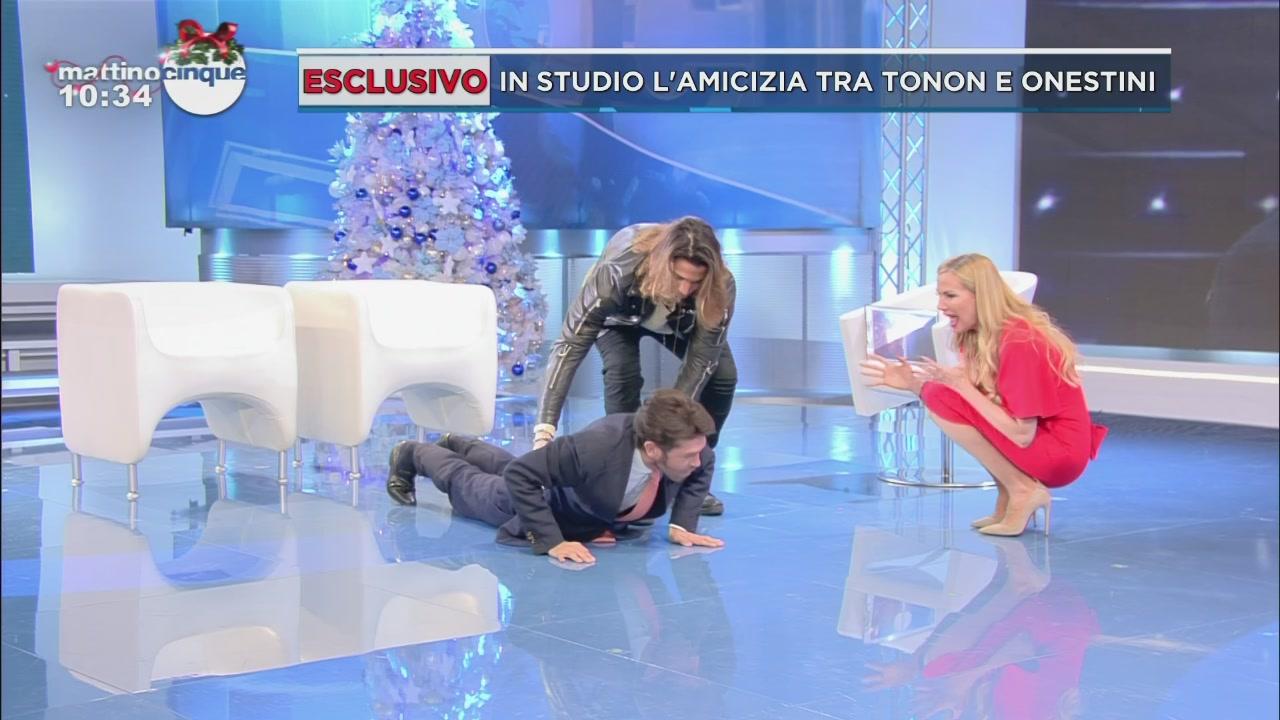 Luca Onestini e Raffaello Tonon: le flessioni