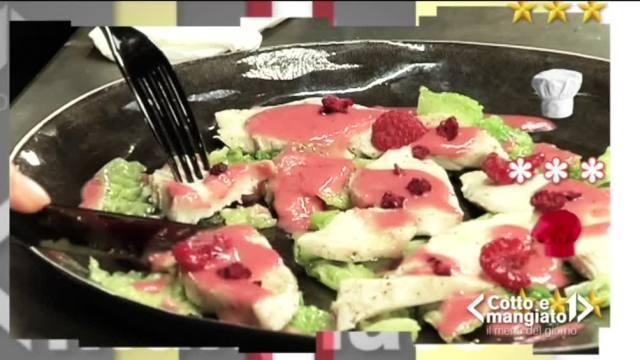 Insalata di pollo con verza e vinagrette di lamponi