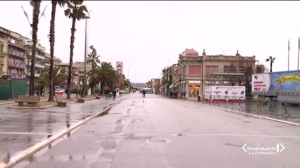 Il maltempo ferma il Carnevale di Viareggio