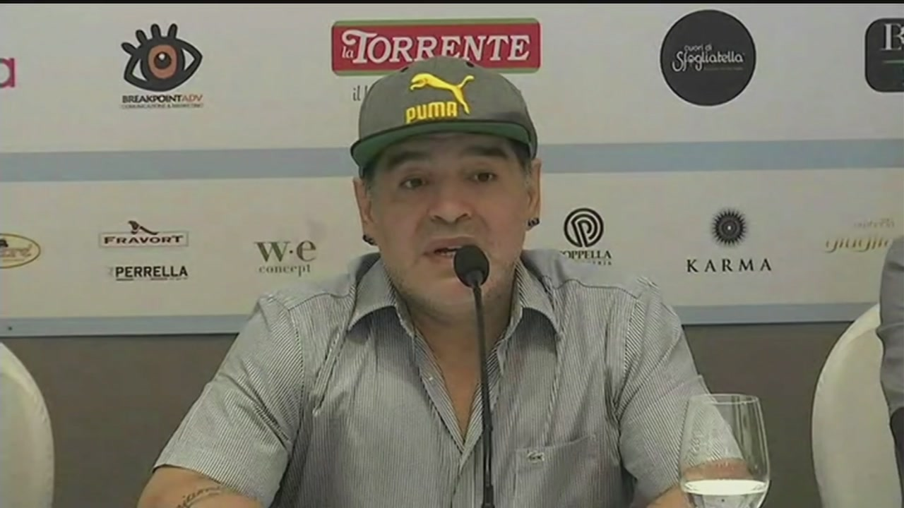 Maradona scalda Napoli