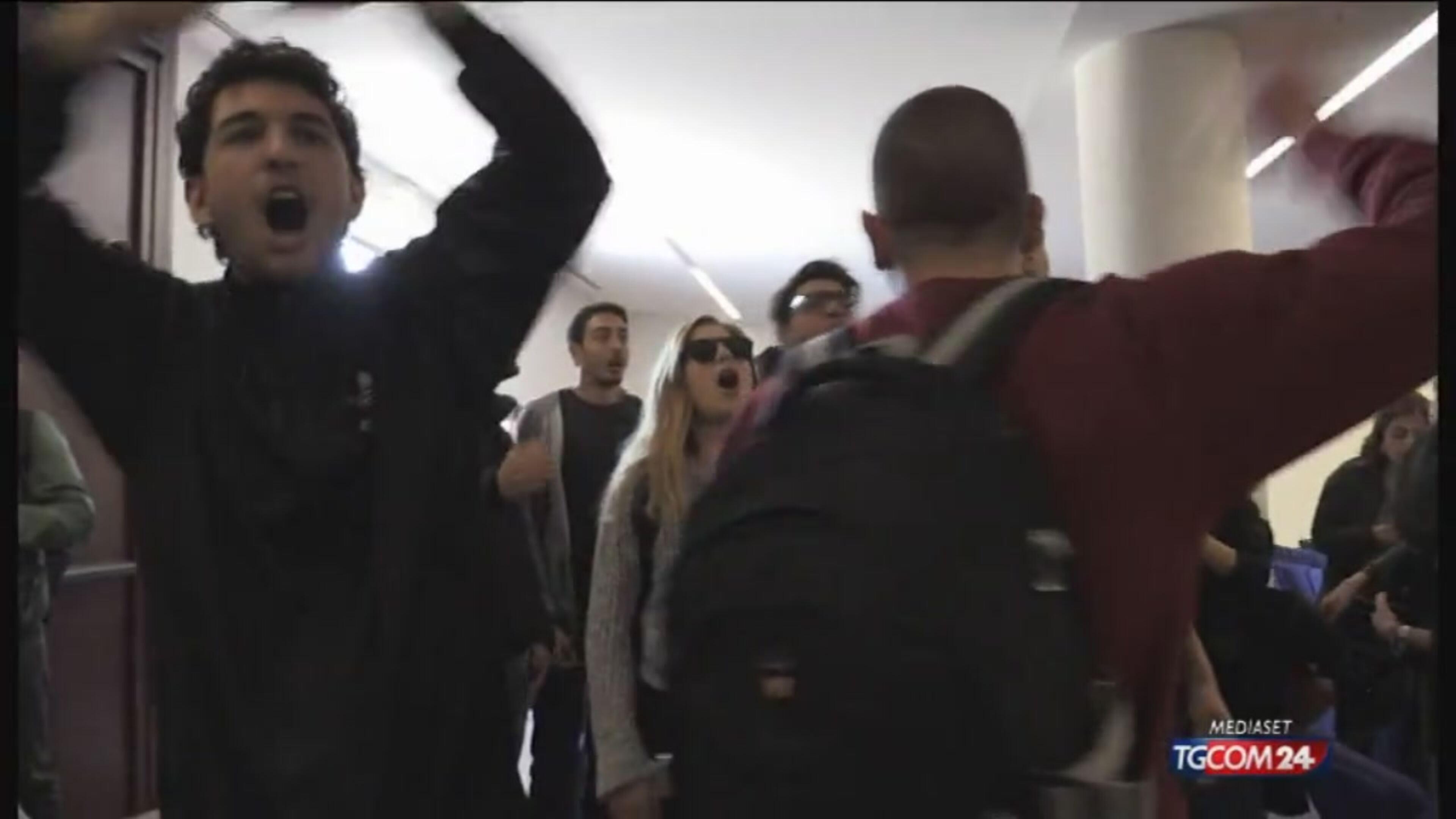 """Napoli, sala negata a Salvini per comizio: """"Verrò lo stesso"""""""
