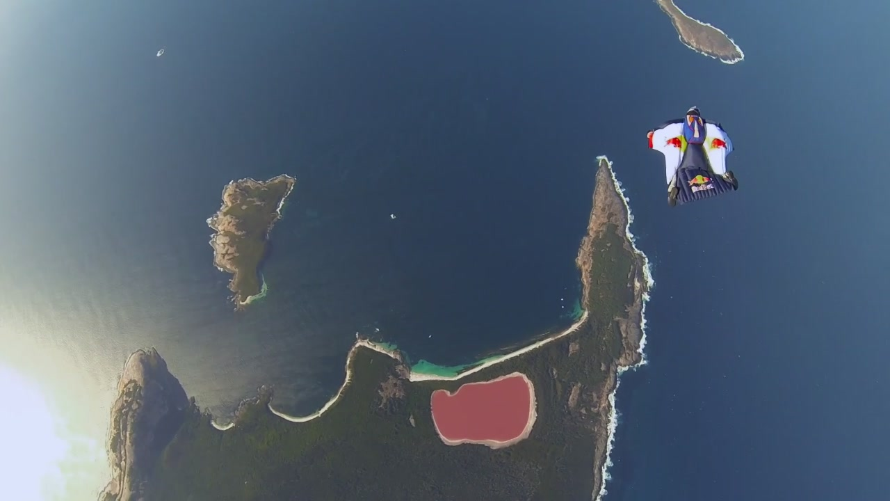 Spettacolare volo in wingsuit