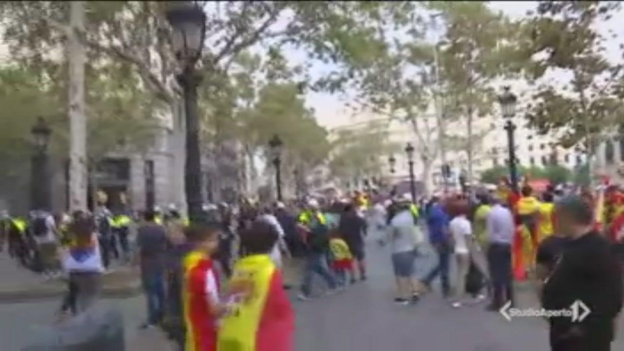 Festa nazionale, scontri in piazza