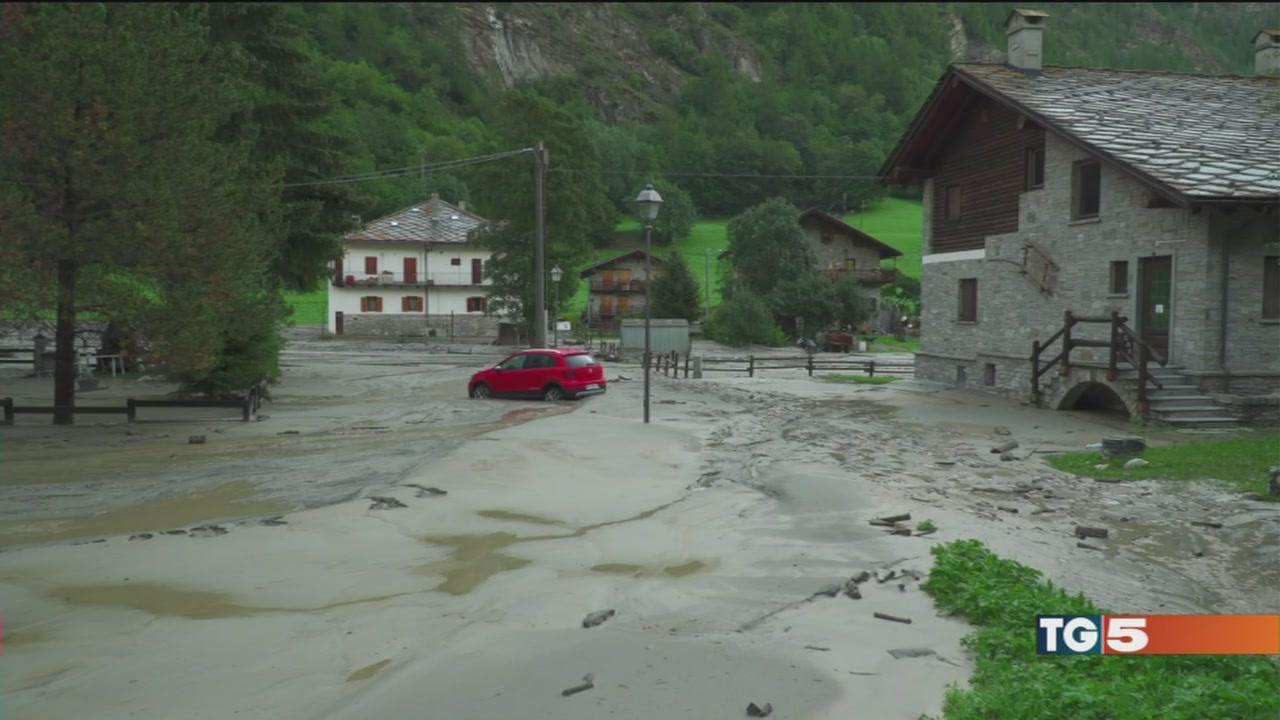 Pioggia, afa e incendi, l'Italia divisa a metà