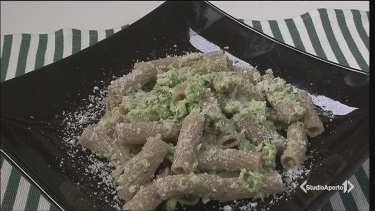 Maccheroni al pesto di zucchine bianche