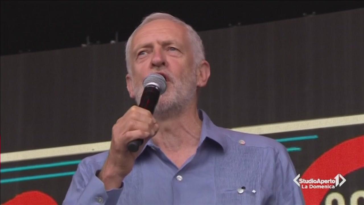 Jeremy Corbyn star a Glastonbury
