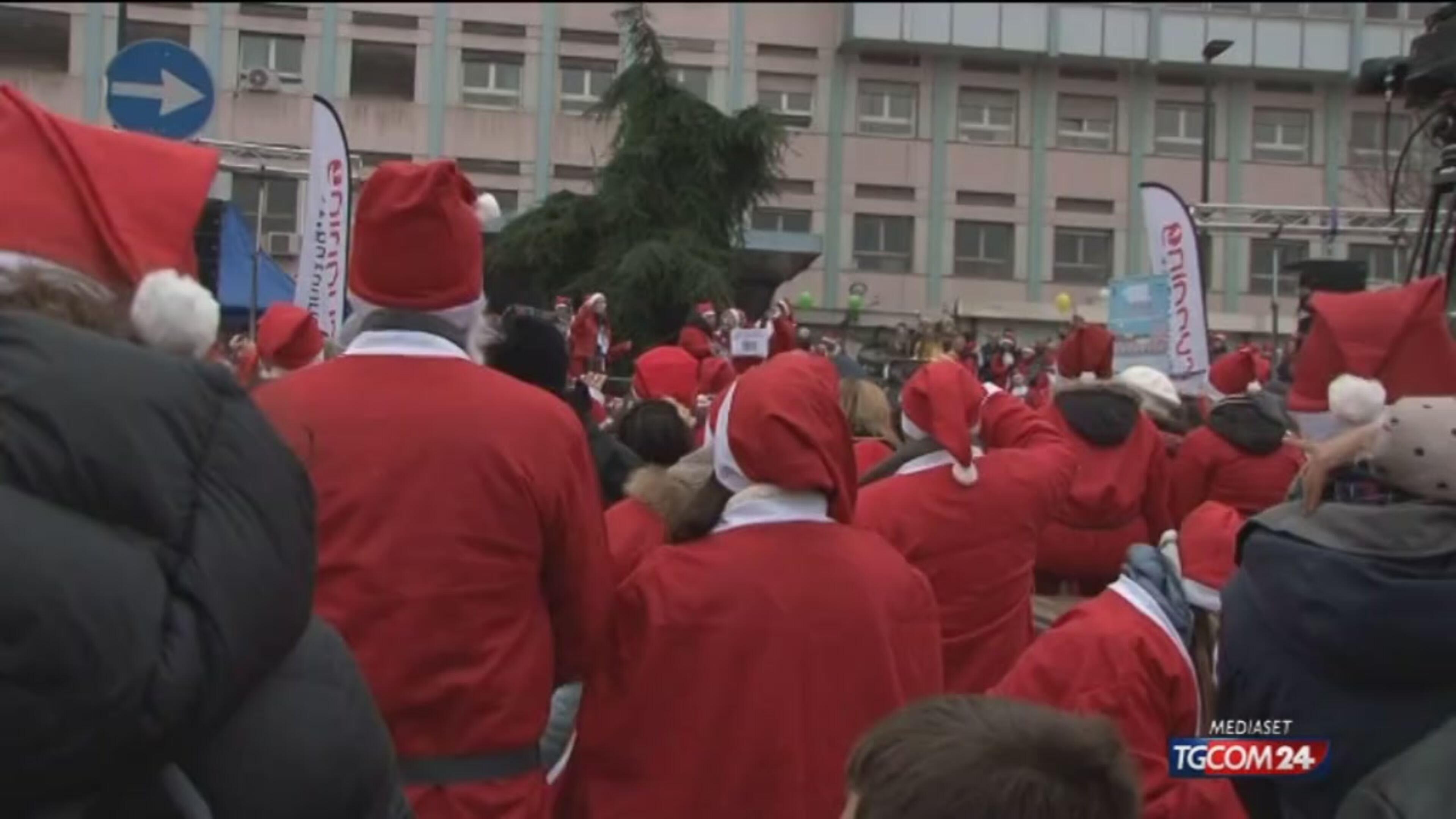 Torino, la carica dei Babbi Natale per i bimbi ricoverati