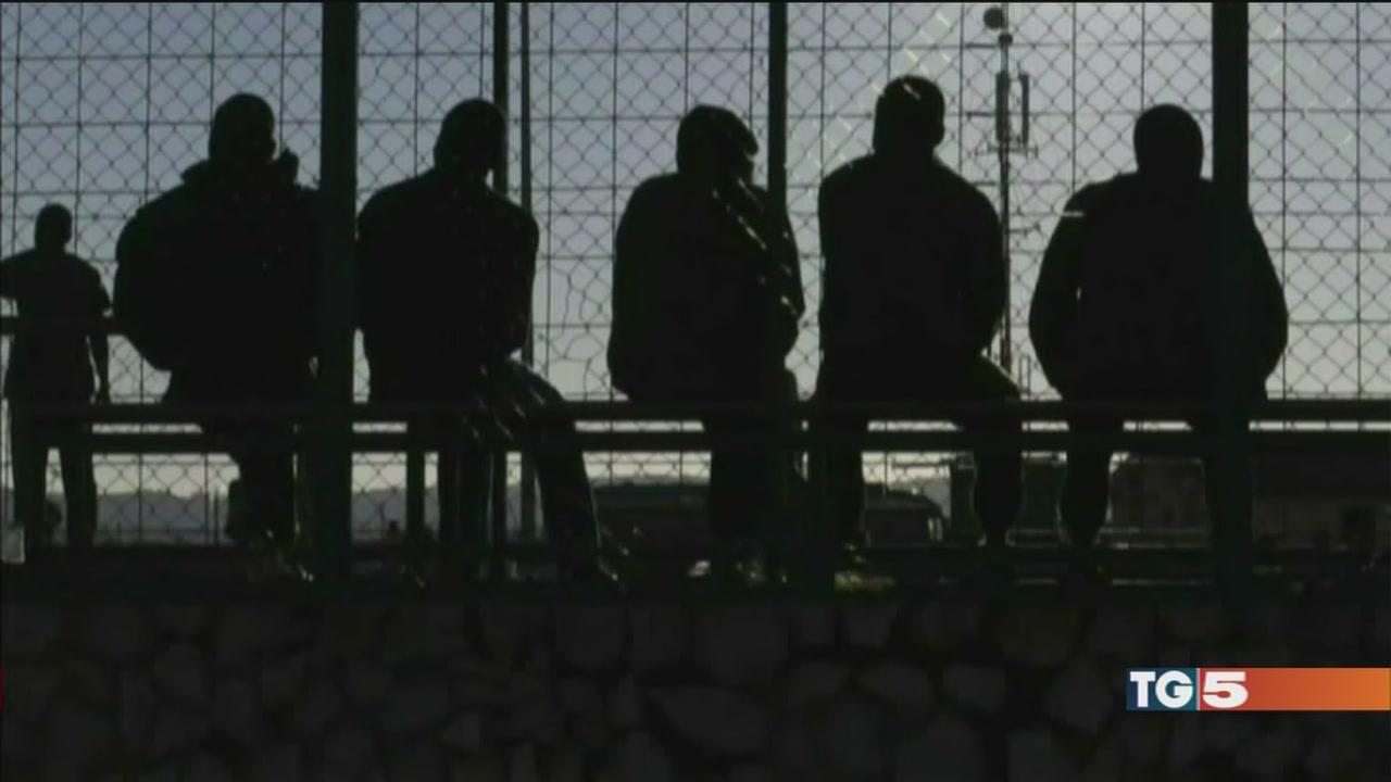 Violenze sui migranti arrestato un somalo